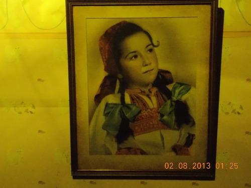 antiguo cuadro niña traje típico eslavo