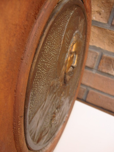 antiguo cuadro redondo con figura religiosa-cristo de bronce