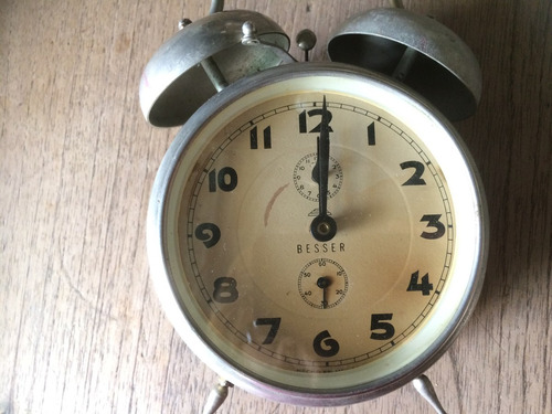 antiguo despertador basser