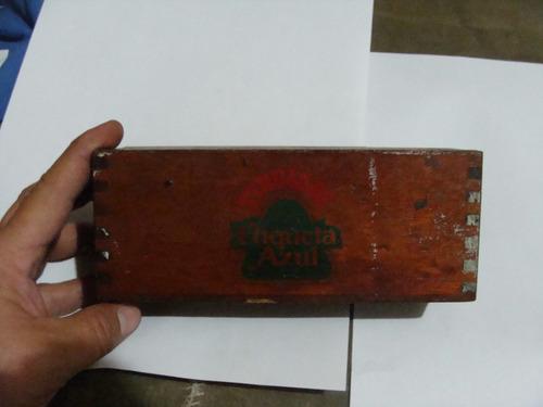antiguo domino etiqueta azul , caja de madera , algunas fich