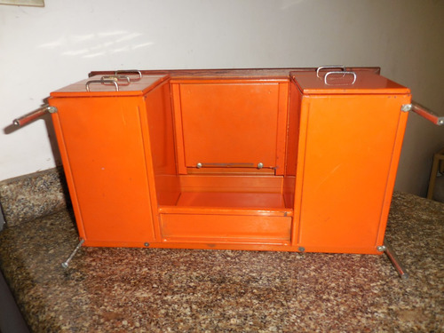 antiguo escritorio miniatura de  metal 1950-60 pieza única