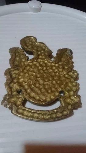 antiguo escudo del ejercito colombiano en bronce