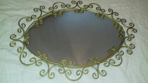 antiguo espejo en hierro bronce en impecable estado