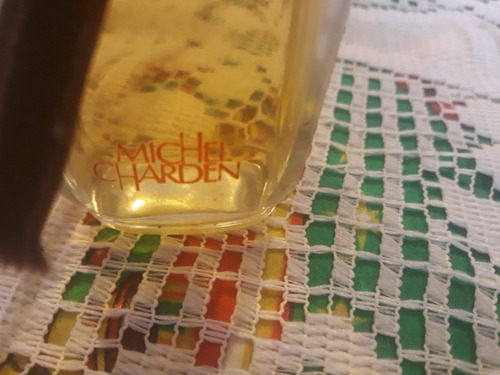 antiguo frasco de perfume lleno decorativo vitrina