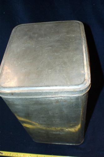 antigüo gran bote de hojalata con tapa 21 x 24 x 36 cms