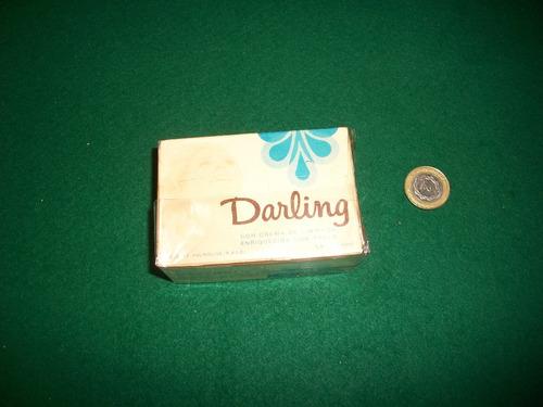 antiguo jabon darling en su caja .