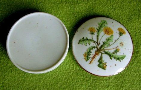antiguo joyerito de porcelana con flor de diente de leon
