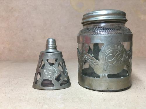 antiguo juego  frasco y salero de alpaca grabado