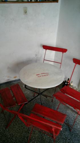 antiguo juego mesa y silla de bar en hierro y madera impeca