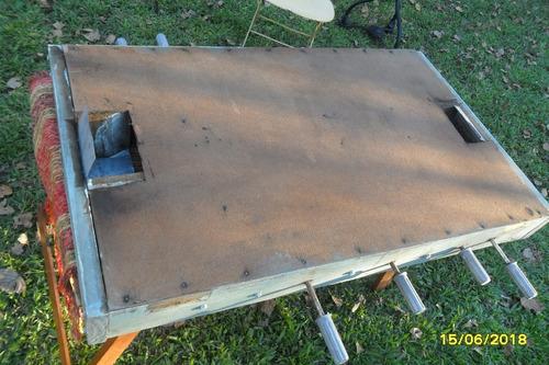 antiguo juego metegol en madera semi casero