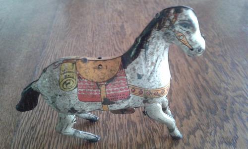 antiguo juguete de lata argentino la sorpresa a cuerda