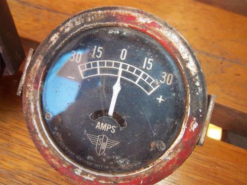 antiguo medidor de precion y amperimetro americano