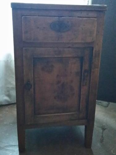 antiguo mueble velador
