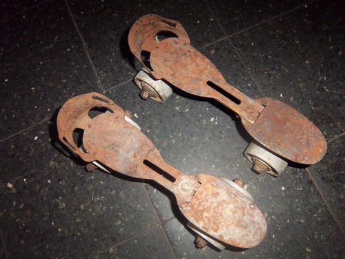 antiguo patines con ruedas metalicas