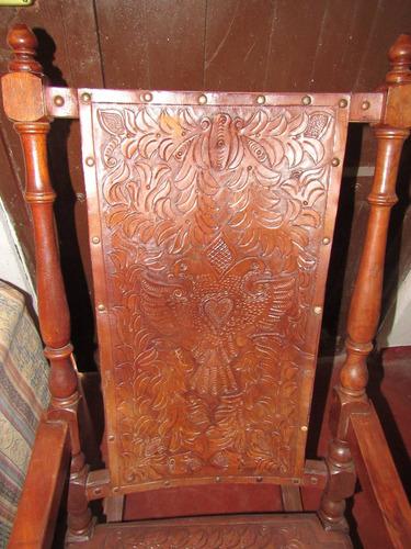 antiguo perezoso de madera y cuero tallado
