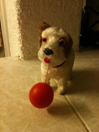 antiguo perrito de cuerda