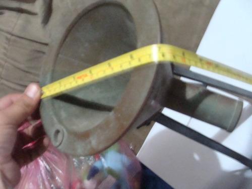 antiguo pieza de cobre como enbudo parece que es de laborato