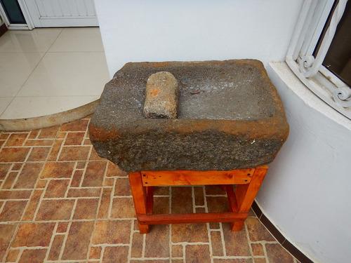 antiguo pilón en piedra, dos piezas.