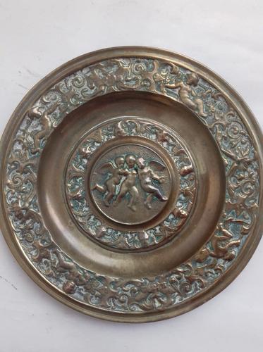 antiguo plato bronce macizo angeles labrado despojador 17 cm
