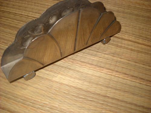 antiguo porta servilletas, servilletero en metal repujado
