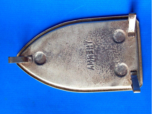 antiguo posa plancha therma de metal - en la plata