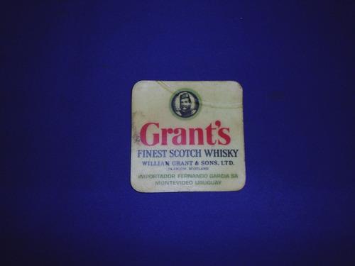 antiguo posavasos de whisky grant's en hule, importador fern