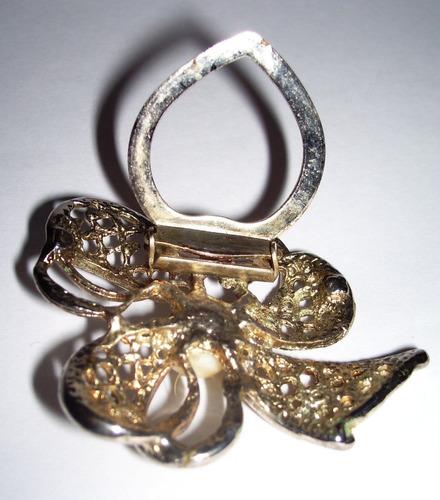antiguo prendedor dorado con perla todo calado muy delicado