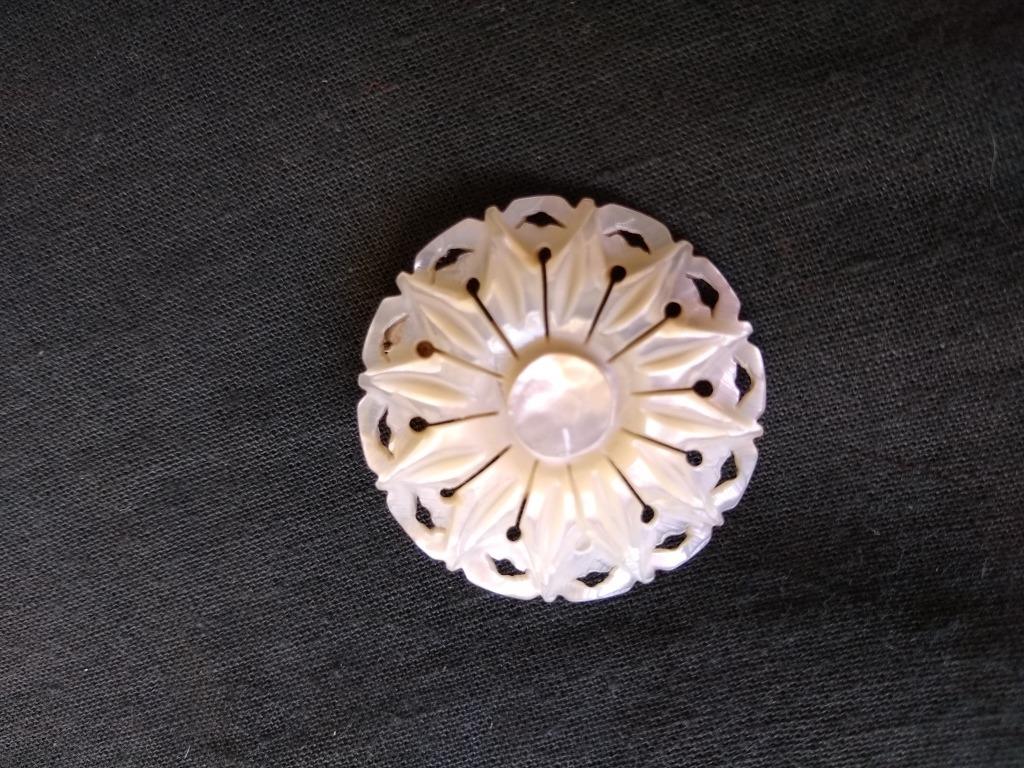 c68d02b1a901 Antiguo Prendedor Vintage De Nacar Finamente Trabajado. Unic - $ 380,00