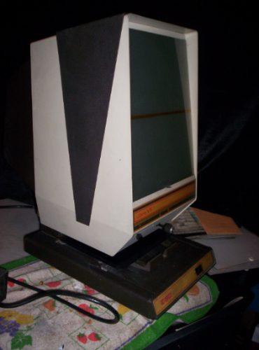 antiguo proyector de microfilms con gran cantidad peliculas*