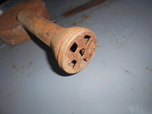 antiguo quemador de hierro incompleto
