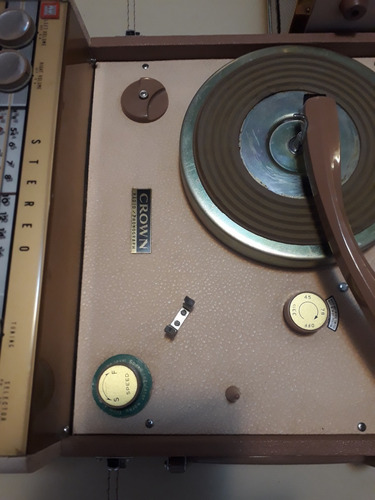 antiguo radio tocadisco marca crown