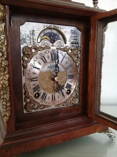antiguo reloj de mesa, madera nogal ,con sonido y a cuerdas