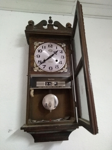 antiguo reloj de pared
