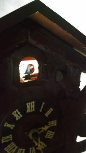 antiguo reloj de pared cucu selva negra aleman con detalle