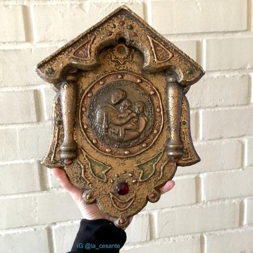 antiguo retablo de madera, yeso y placa de cobre