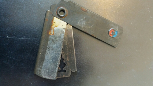 antiguo sacapuntas  hoja de afeitar escudo chile 1950 (z945