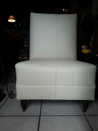 antiguo sillón individual recién tapizado