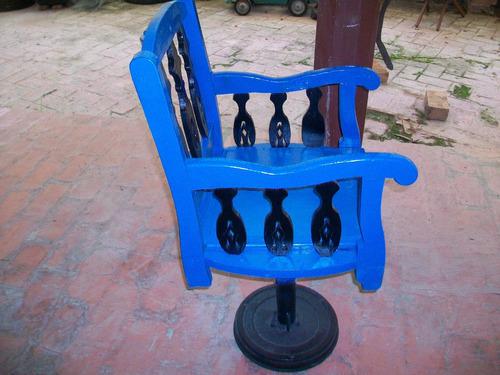antiguo sillon rústico de peluquero madera y base de hierro