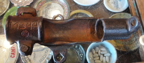 antiguo soporte de caña de pescar de hierro. 31063