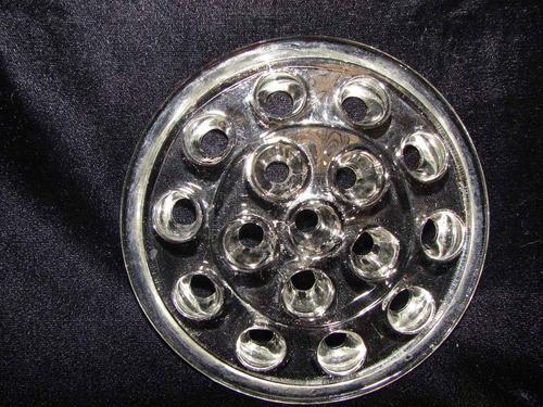 antiguo soporte de cristal para arreglar flores en el florer
