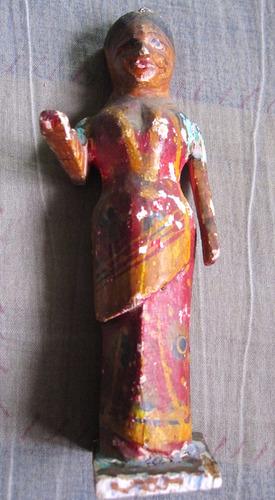 antiguo tallado de madera. nativos de la selva peruana.