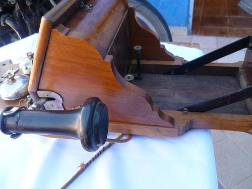 antiguo telefono de hacienda de 1800.