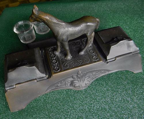 antiguo tintero doble, escribanía caballo y apoya lapicera