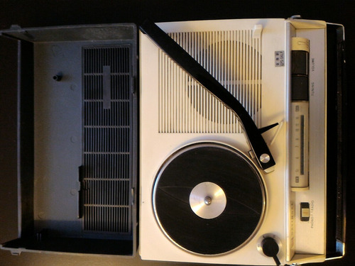 antiguo tocadiscos y radio portatil japones national. unico!