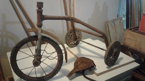 antiguo triciclo