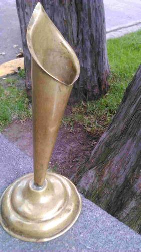 antiguo y raro candelabro de bronce