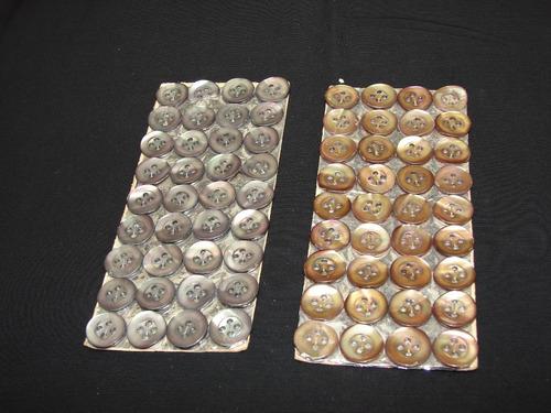 antiguos botones de nacar en planchas de 36 botones