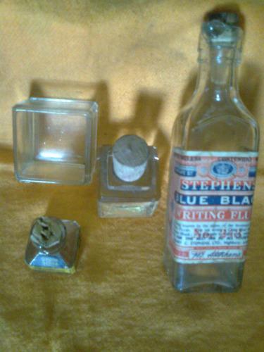 antiguos frascos de tinta,uno pelikan,otro stephens