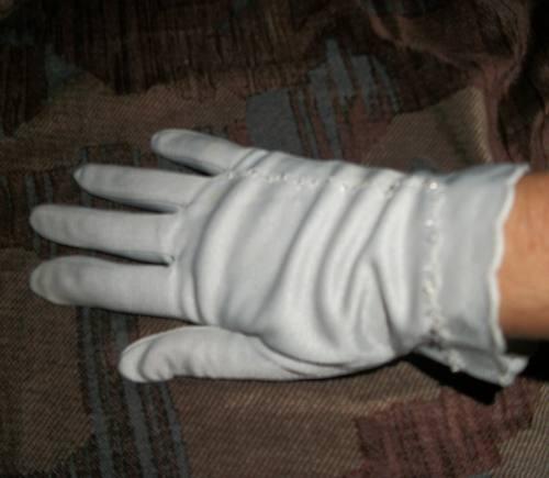 antiguos guantes de seda bordados
