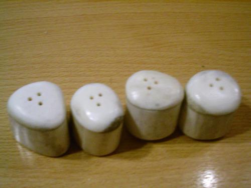 antiguos saleros pimenteros de hueso lote de 4